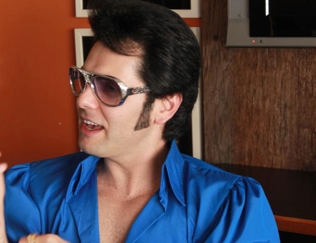 Cover № 1 de Elvis no Brasil faz apresentação no Amapá