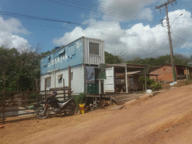Professor cria casa sustentável em container