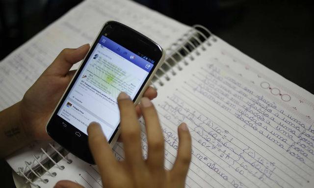 Deputado cobra aplicação de lei que disciplina o uso de celular em sala de aula
