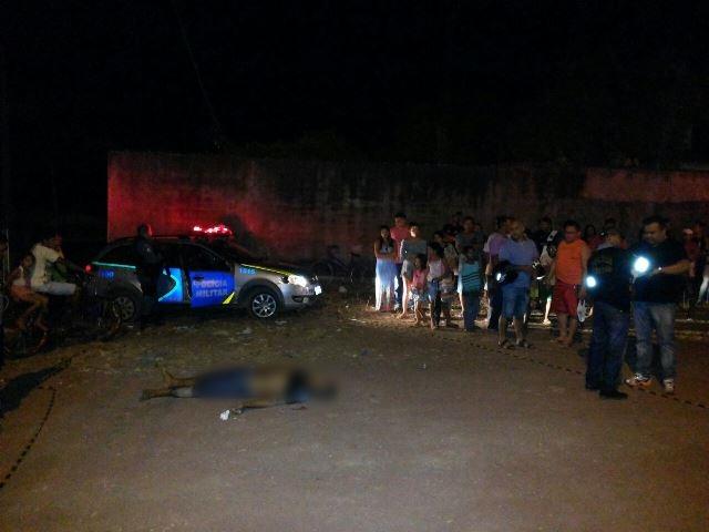 Homem em prisão domiciliar é morto ao desembarcar de táxi