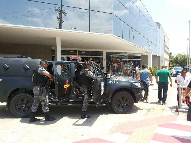 Motoboy com malote é baleado por bandidos; mochila salvou