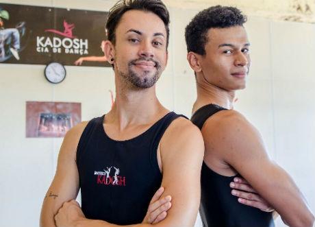 Bailarinos fazem mostra de dança para custear viagem aos EUA