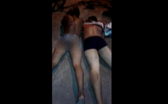 VÍDEO: Acusados de assalto apanham nas nádegas, mas são liberados