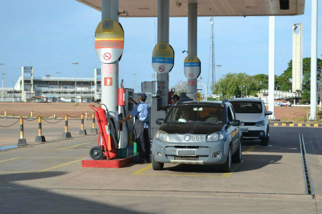 Macapaense reclama da alta no preço da gasolina