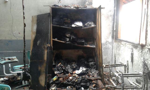 Bombeiros evitam destruição de escola durante incêndio