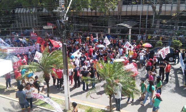 Em Macapá, centrais e sindicatos protestam contra reformas