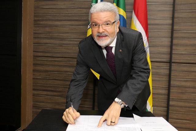 Prefeitura afasta promotor Moisés, preso pela PF