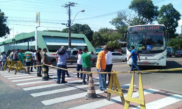Duas manifestações fecham a FAB