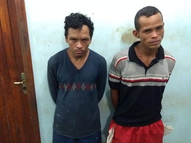 Homens são flagrados furtando 40 kg de carne de açougue