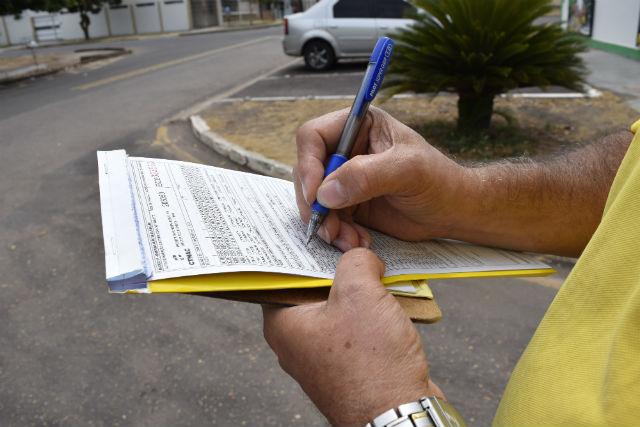 20% das infrações no trânsito de Macapá são estacionamento irregular