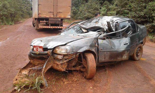Morre motorista que teve carro destruído por árvore