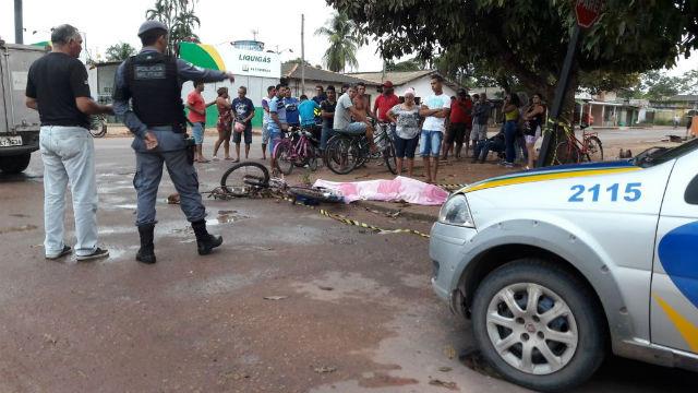 Homem é executado a tiros disparados de dentro de carro branco