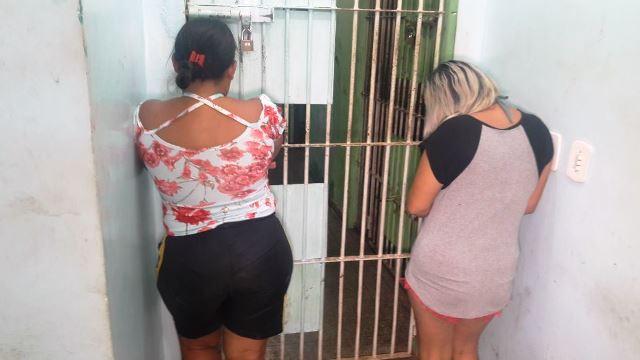 Irmãs são presas por tráfico de drogas