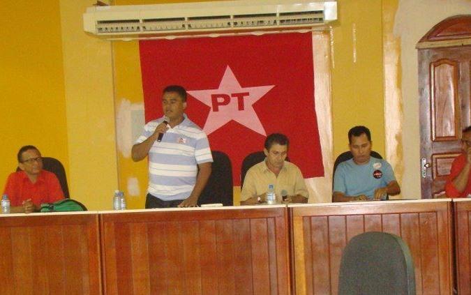 Isaías deixa PT, e diz que partido virou projeto familiar de Nogueira