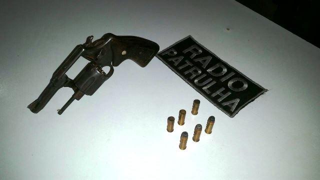 Acusado de matar comerciante morre em troca de tiros