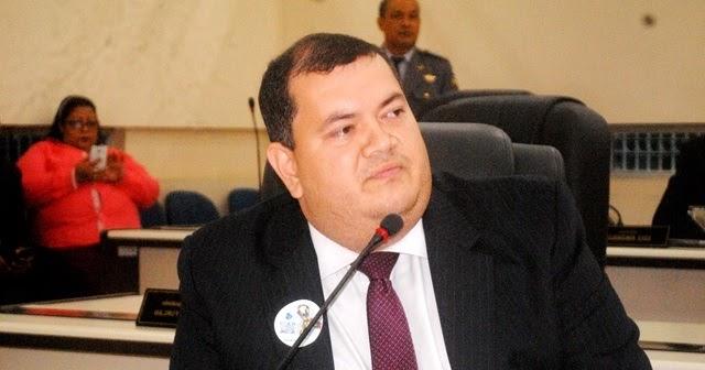 Deputado estadual é denunciado por uso de documento falso