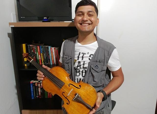 Luthier amapaense constrói violino com madeiras da Amazônia