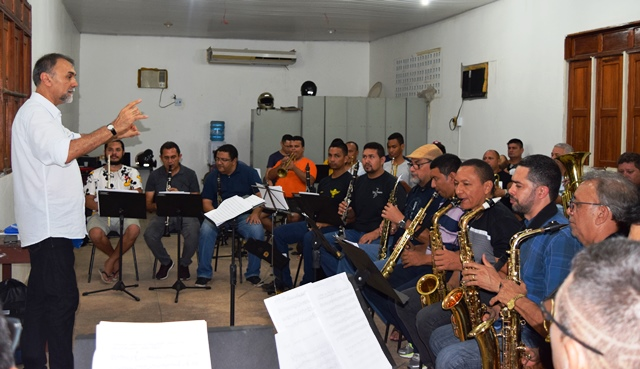 Concerto com ex-alunos do 'Mestre Oscar' homenageia o maestro