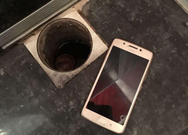 PF encontra celular de investigado em ralo de banheiro