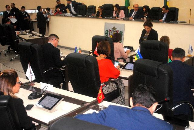 Deputados aprovam dez projetos na última sessão do ano