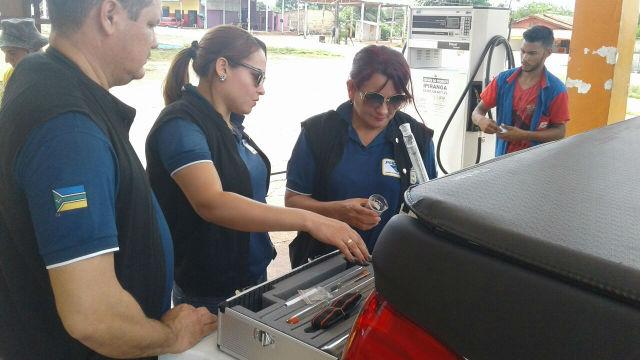Posto de combustível é autuado durante operação