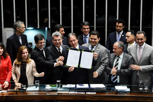 Senado promulga PEC que absorve prestadores de serviços dos territórios