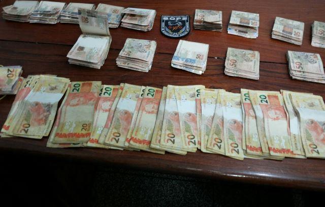 PM recupera parte de dinheiro roubado de empresário