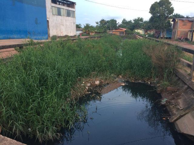 Falta de limpeza em canal pode provocar alagamentos