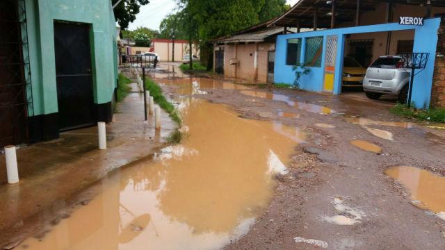 Periferias de Santana: lama e buracos tomam conta de ruas