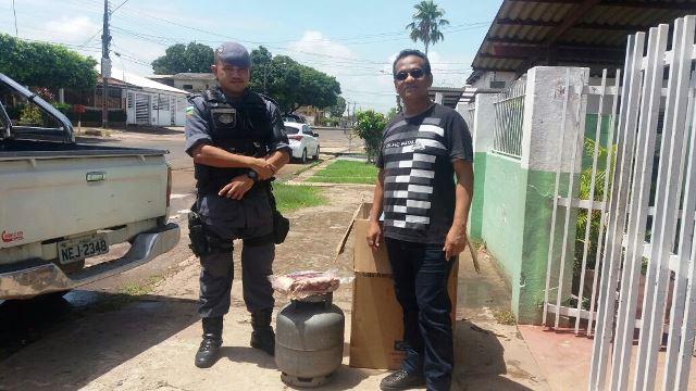 Policiais devolvem objetos furtados de escola