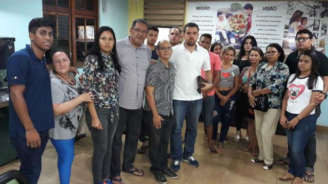 Manifestantes fazem ato contra a prisão de veterinário acusado de maus tratos