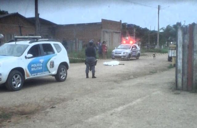 Jovem é encontrado morto em rua do Brasil Novo
