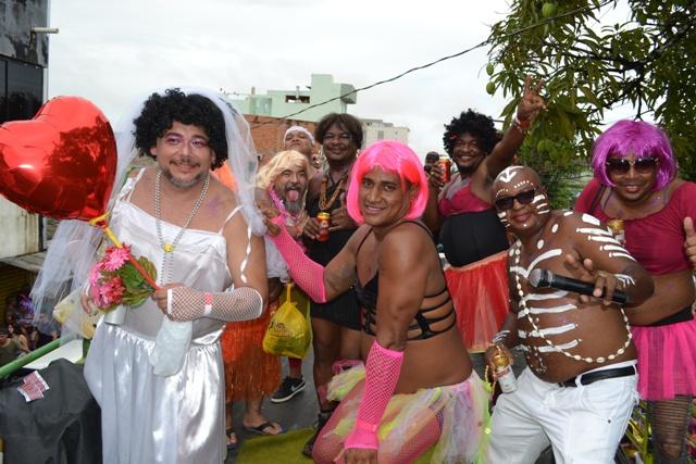 """Blocos nas zonas norte e sul """"esticam"""" Carnaval neste sábado"""