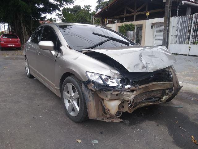 Motorista em fuga provoca 3 acidentes em sequência