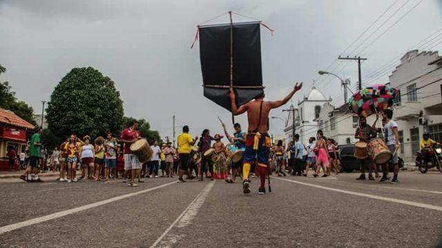 """Pelo 3º ano, """"Bora Lá Só Tu"""" sai nas ruas do Centro de Macapá"""