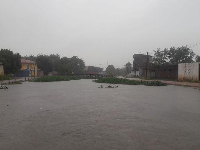 Chuva causa alagamentos em Macapá