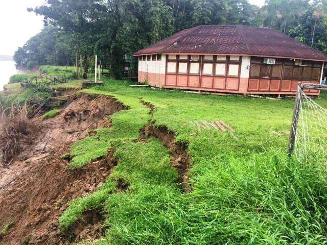 Fenômeno ameça destruir escola no Bailique