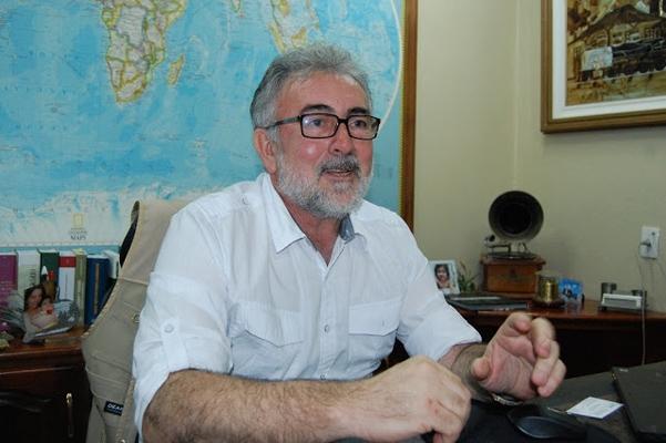 Ex-deputado Feijão é levado para o Iapen