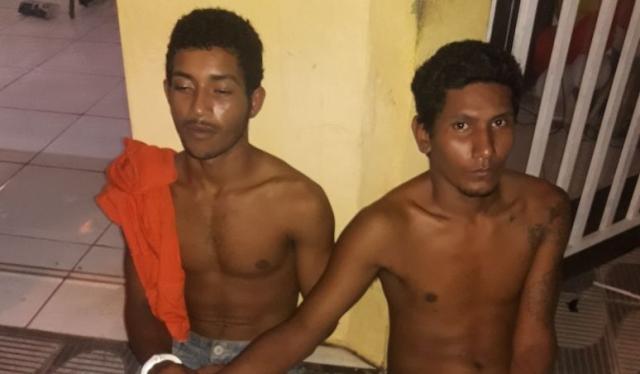 Moradores de rua são presos tentando arrombar loja