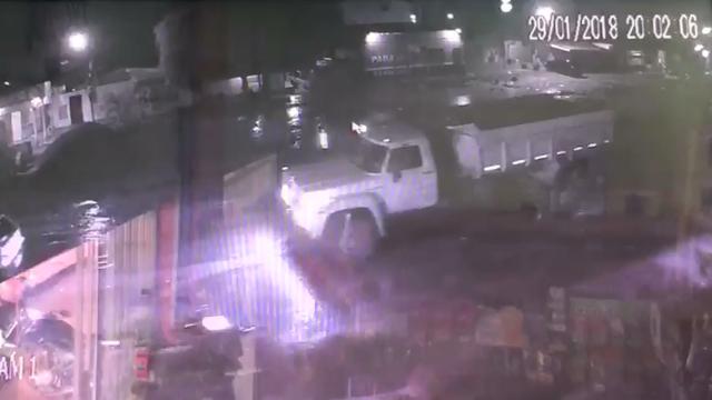 VÍDEO mostra furto com máquinas pesadas em obra de mobilidade