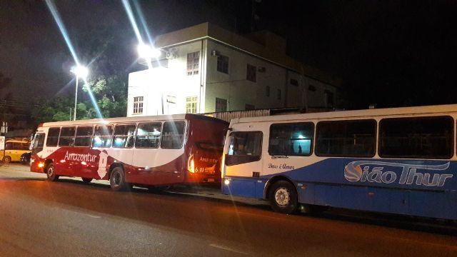 Na mesma noite, dois ônibus da mesma linha são assaltados em Macapá