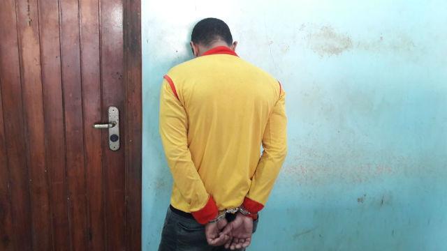Mototaxista clandestino tenta fugir de abordagem e é reconhecido como assaltante