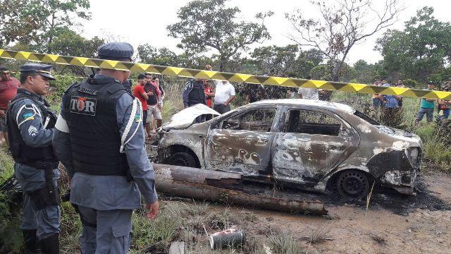 Corpo encontrado em carro incendiado pode ser de taxista, diz polícia