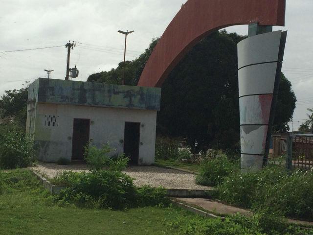 Vila Olímpica abandonada em Santana abriga bandidos