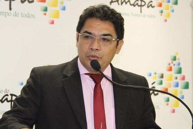 Balieiro compra medicamentos para reparar danos aos cofres públicos