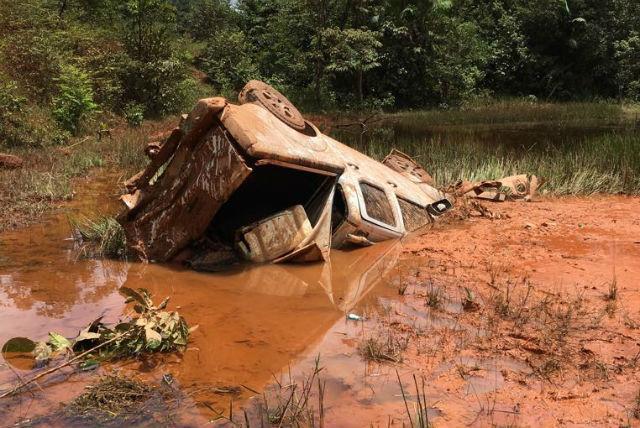 Dois morrem em acidente na 156; carro despencou de barranco