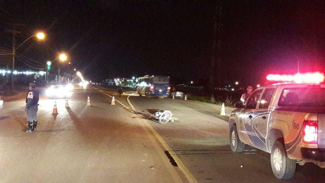 Ciclista morre ao colidir com carro em rodovia