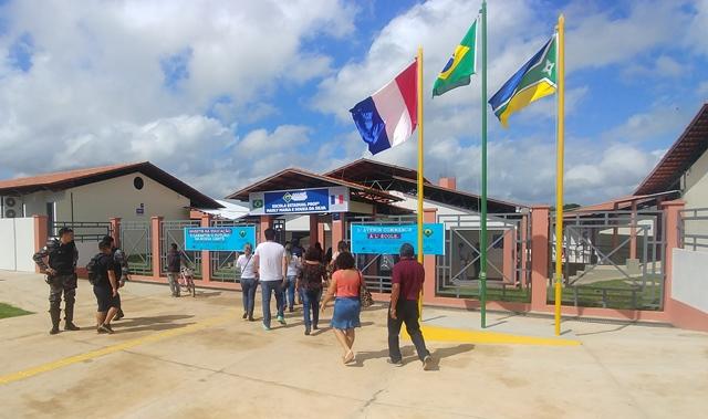 No AP, 1ª escola a ensinar em português e francês é inaugurada