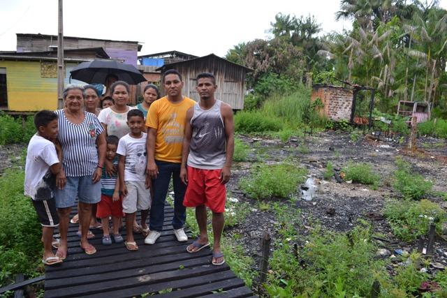 Famílias que perderam casas em incêndio querem retornar ao Beirol