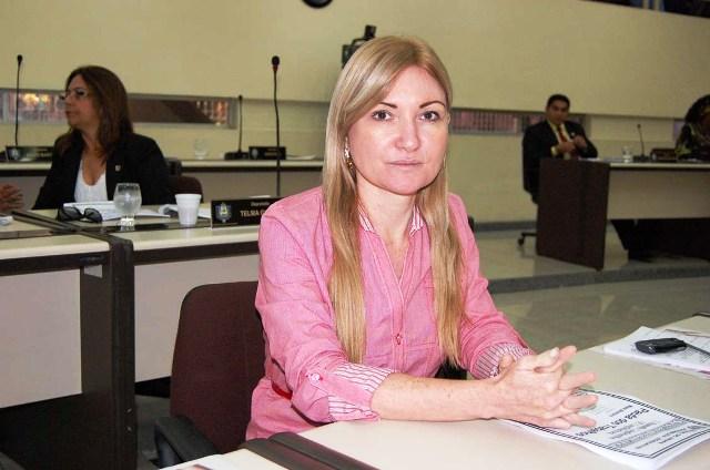 Com duas condenações à perda de mandato, Mira Rocha segue como deputada
